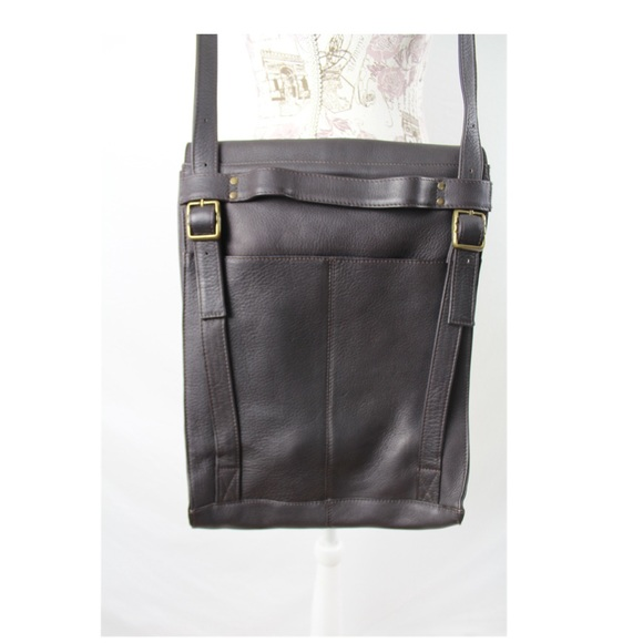 dbd6d61cf2cb Le Donne Vertical Messenger Bag Crossbody Leather